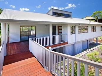 View profile: A large, open plan house in Noosa Heads!